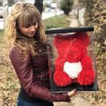 Мишка из 3D роз 40 см Красный с белым сердцем в подарочной упаковке